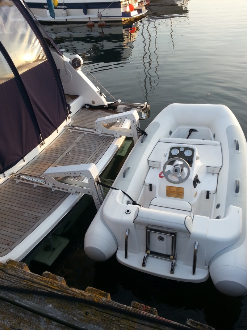 Tender Lifts For Boats : Hiswa amsterdam in winter boat show prestomarine lifts